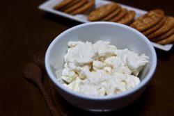 [レシピ]牛乳から作る簡単ナチュラルチーズ!カッテージチーズの作り方。
